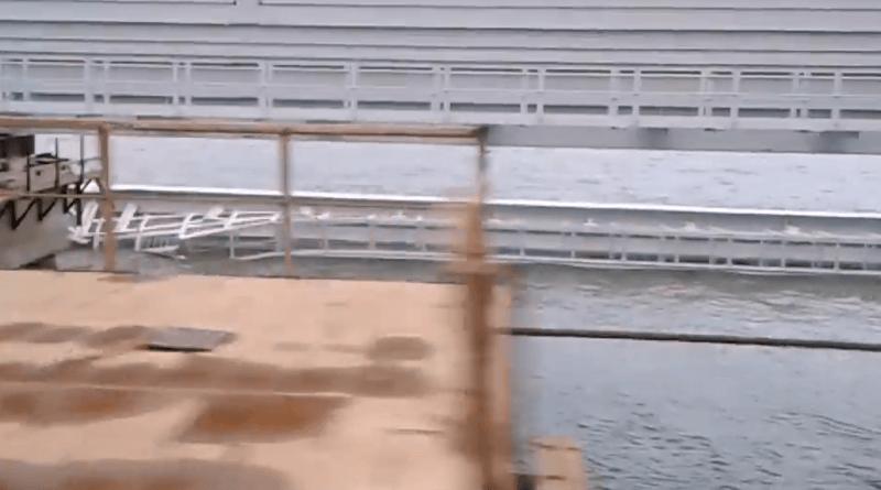 Пролет крымского моста рухнул в море. Фото, видео